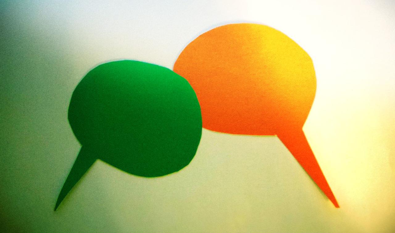 Status społeczny słuchacza zmienia nasz głos